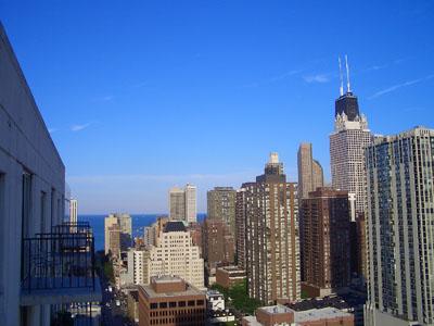 楼和密歇根湖,最高的楼为约翰.汉考克中心.-在家里27层的阳台上