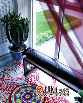 剪纸在阳台上的地台又重新出现,成为装饰地面的一个景致。