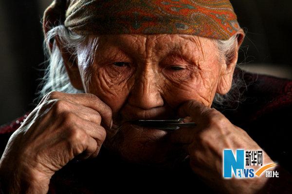 中国农村老头考�:`�9��_图片故事:中国最后的狩猎部落【图】