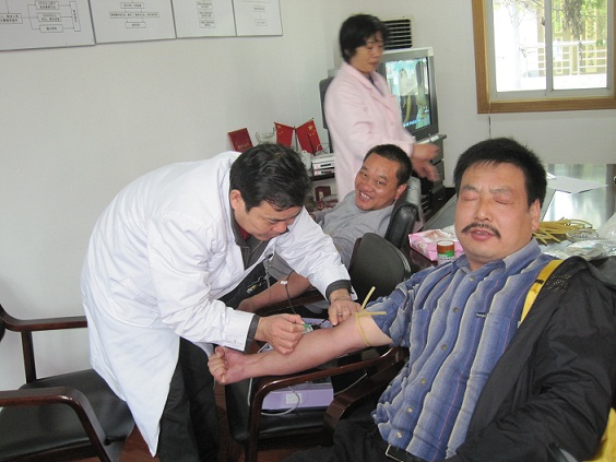 山区党员干部积极无偿献血