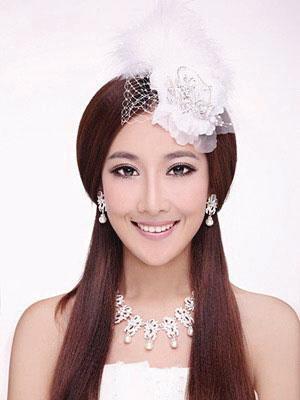 发型设计 风情羽冠-别致发饰帮新娘打造华美发型图片