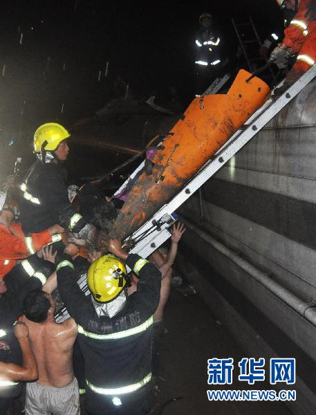 温州动车追尾事故遇难人数增至35人 19人得到确认