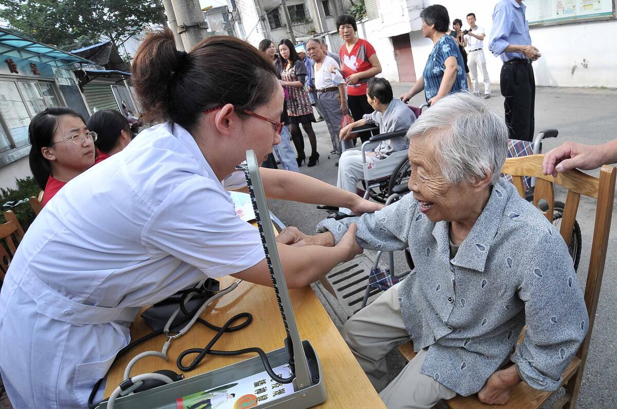 345来老敬老关爱老人进社区活动-关爱老人我们在行动图片