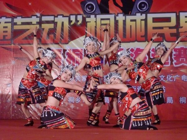 社区舞蹈队展风采