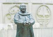 向中华世纪坛捐赠塑像