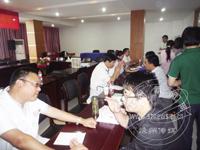 市卫生局组织专家进村入企义诊