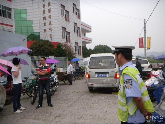 沙埠镇开展联合执法 净化校园周边环境