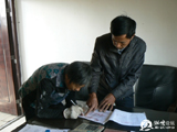 茶坊村民喜领重阳节福利