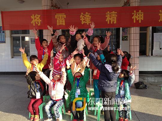 甘井小学:凳子舞起来