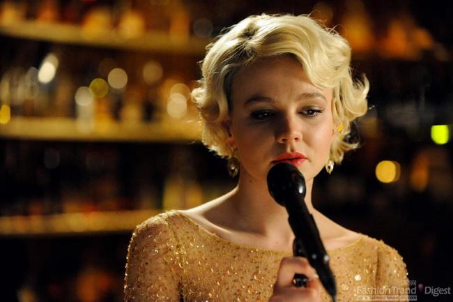 里根 造型 性感/5.电影《羞耻》首映式上,金黄色镂空花纹搭上珠光圆形装饰的性感,...
