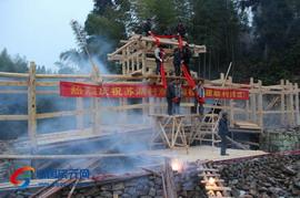 荷地镇苏湖村举行双龟廊桥上梁仪式