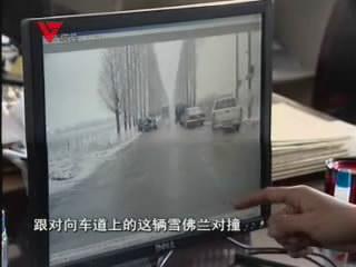 [01月24日] 小夫妻遭遇车祸被困 公交司机出手相救
