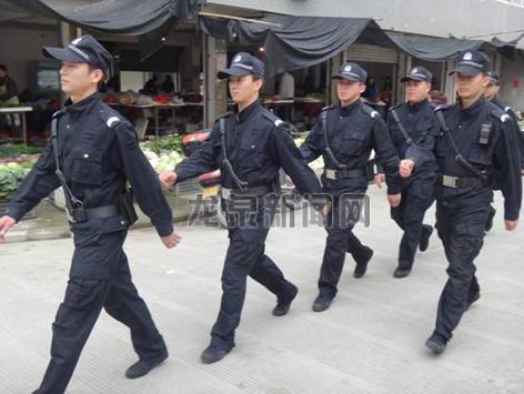 市公安局特(巡)警大队组织警力开展治安巡逻