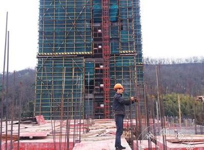 保障房项目两幢房子结顶