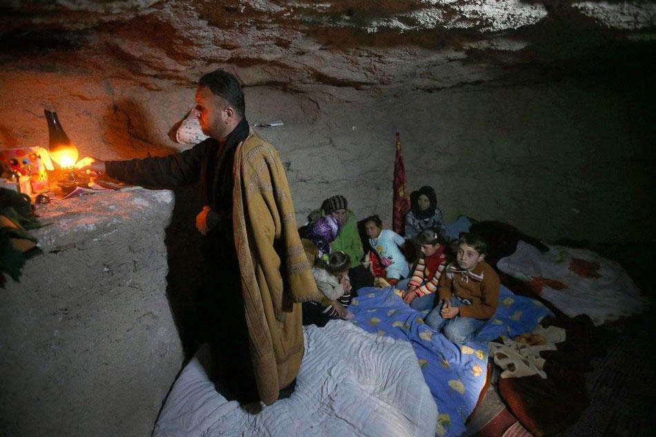 美女美穴居野处_穴居地下山洞的叙利亚难民