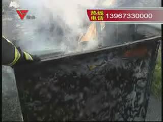 [03月21日] 老司机高速遇爆胎 处置冷静无奈起火车毁