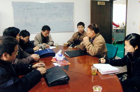 县劳动监察大队到各企业检查农民工工资支付情况