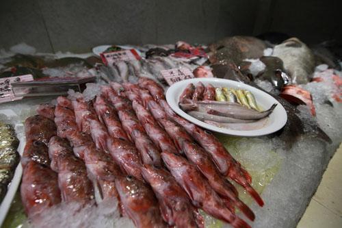 今年初,浙江温岭凭借其钓鱼岛海鲜就着实火了一把,八千斤钓鱼岛海鲜运到上海,当天就被抢购一空