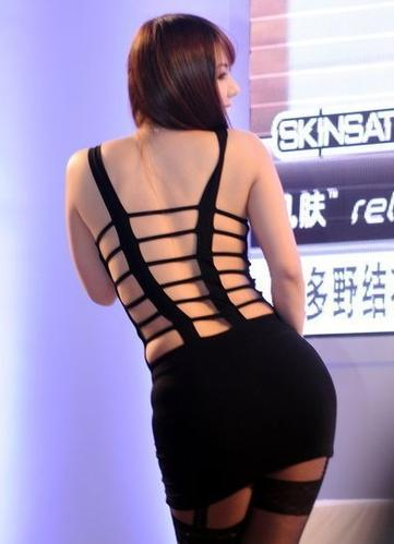 波多野结衣溜溜色_4月12日,上海国际成人展开幕,日本人气女优波多野结衣身着黑色丝袜