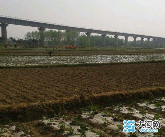 网传中铁十三局工人殴打农民