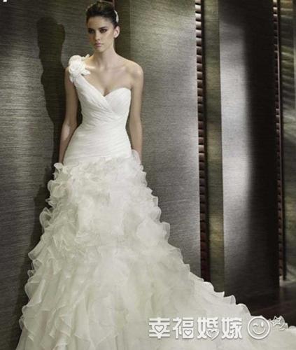 新娘性感婚纱_性感的新娘婚纱