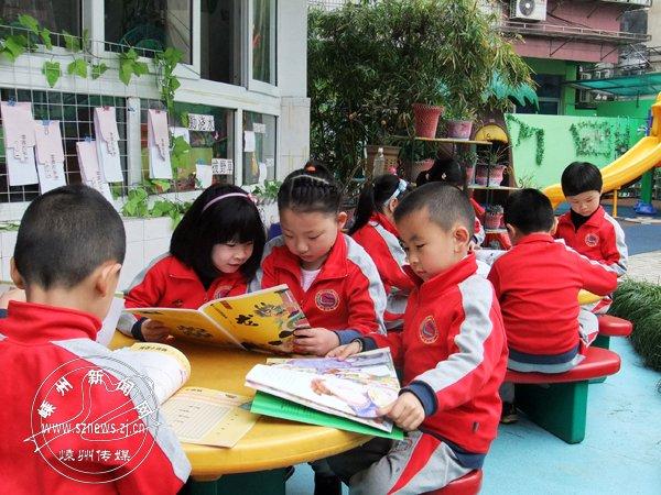送书进社区进幼儿园