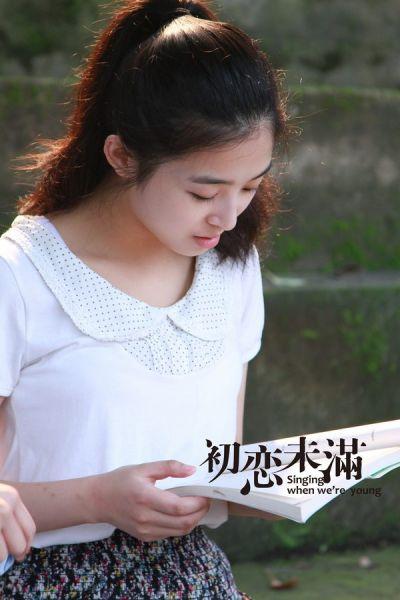 张含韵在《初恋未满》中饰演的乖乖女
