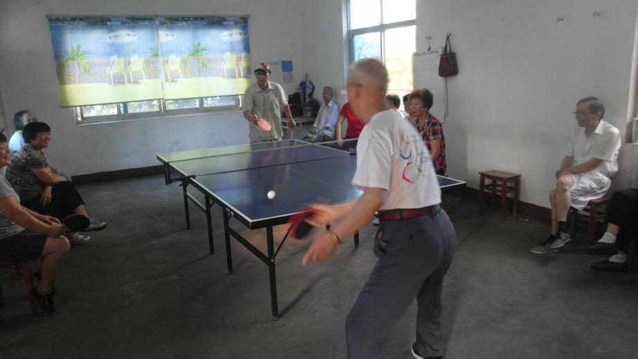 北郊社区举办老年协会乒乓球比赛图片