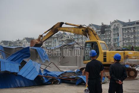 书堂畈地块6000平方米违法建筑被拆除