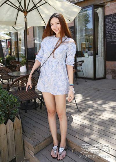 街拍美女夏装连衣裙搭配图片