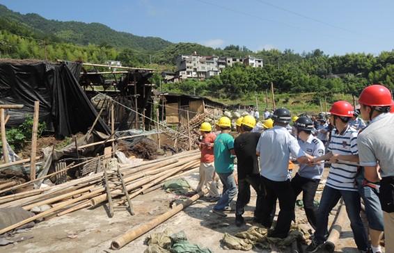 包凤下山移民安置点区块违法建筑被强制拆除