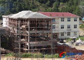 安南乡卫生院附属办公楼结顶