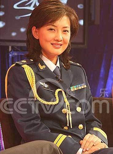 苏梓玲三级_揭秘牛莉军艺生涯 曾入国家队传老公是成功商人