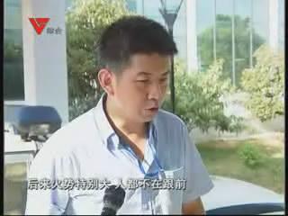 [08月26日] 高速路上自燃 商务车烧成空壳