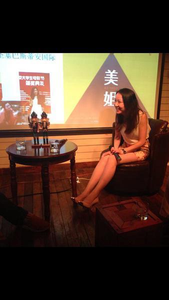 《美姐》主演与重庆观众见面 谈谈娱乐圈的那些事
