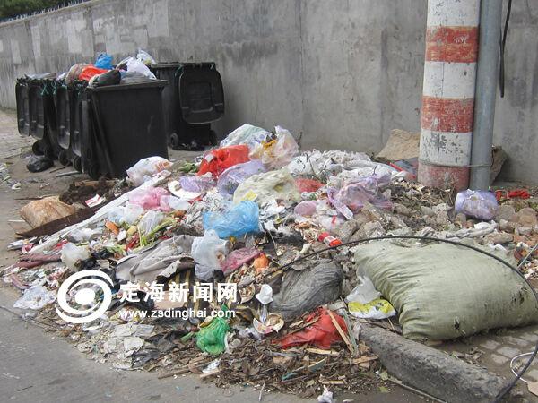 垃圾桶外垃圾竟比桶内多