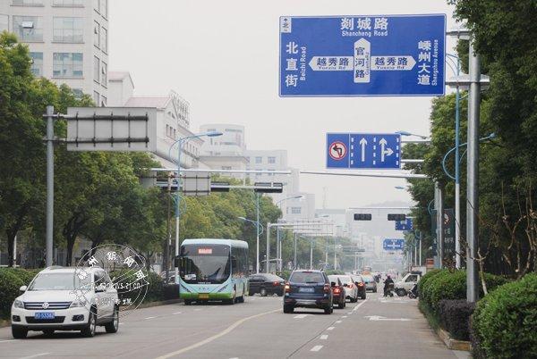 官河路越秀路口和剡兴路三江西街牌坊处将禁止左转