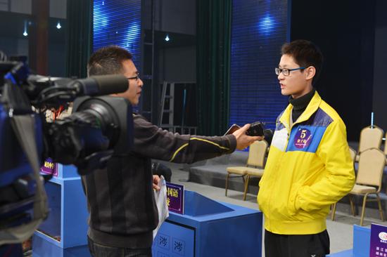 记者采访比赛选手