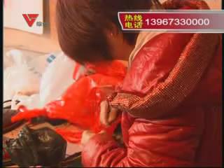 [12月09日] 手织毛线拖鞋送乡亲 冬日暖脚更暖心