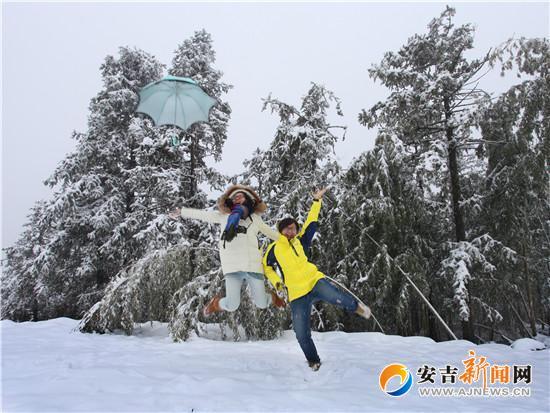 江南天池景区第八届旅游滑雪节的开幕图片