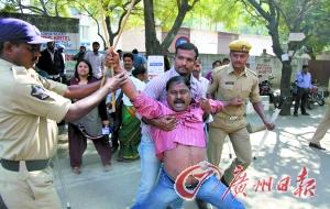 印度女外交官在美国遭裸检引风波
