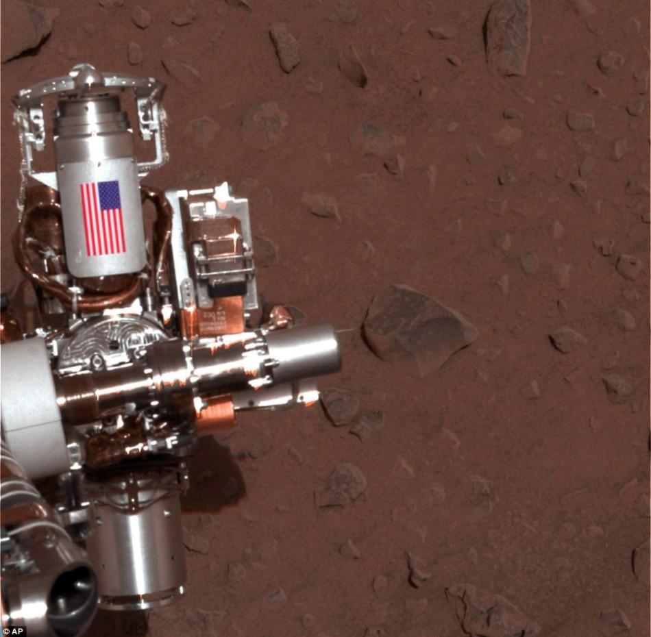 火星表面珍贵特写展出 蓝莓状颗粒物清晰可见