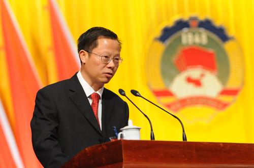 李香富作政协常委会提案工作报告