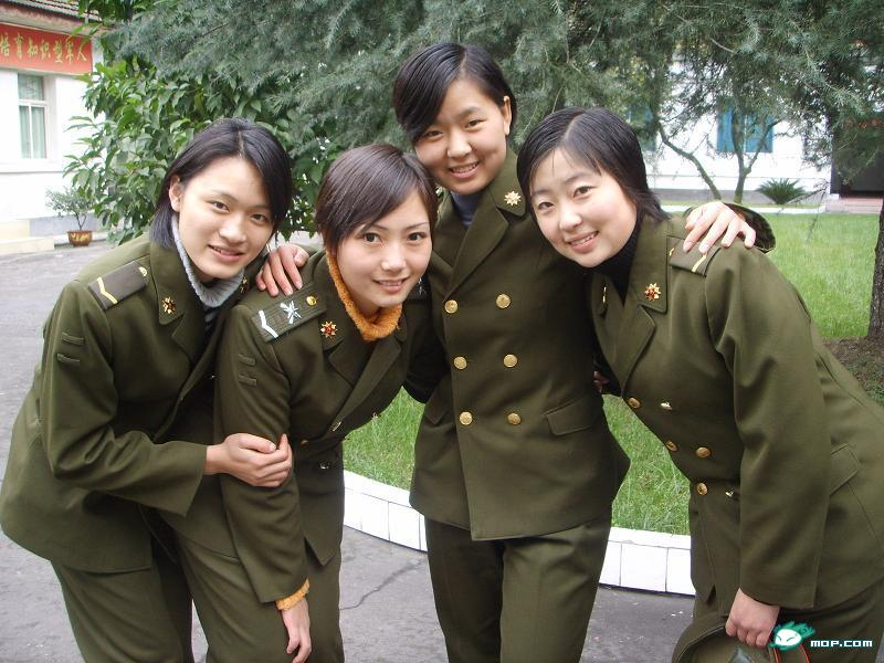 朝鲜_朝鲜海军文工团女兵曝光 朝鲜妇女戎装美艳