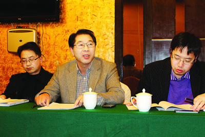 区政协委员开展分组讨论