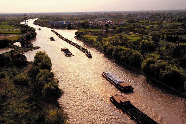 运河里的驳船