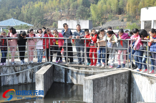 v书包书包260小学生参观自来水厂--庆元中国网名学电子小学生图片