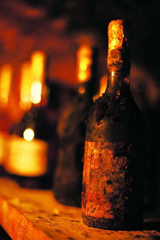别被这支霉酒吓怕,这是镇庄之酒,约经30年以上的