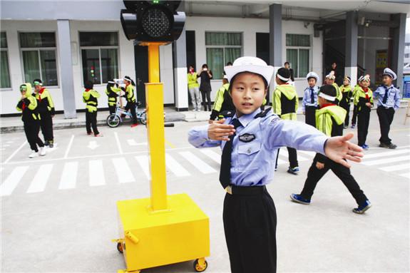 小交警 模拟指挥交通