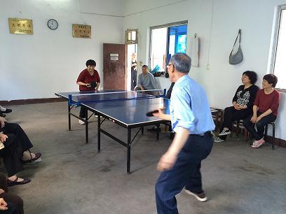 北郊社区老协组织乒乓球比赛图片